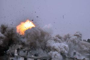 egyptian-army-blowing-up-a-house-near-rafah-crossing-that-had-tunnels-underneath-it