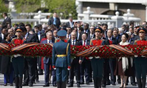 Russian President Vladimir Putin (C), Mongolia's President Tsakhiagiin Elbegdorj (5th R), United Nations Secretary General Ban Ki-moon (3rd R), Kazakhstan's President Nursultan Nazarbayev (4th L) and other officials take part in a wreath laying ceremony on the Victory Day by the Kremlin walls in central Moscow, Russia, May 9, 2015.  REUTERS/Maxim Shemetov